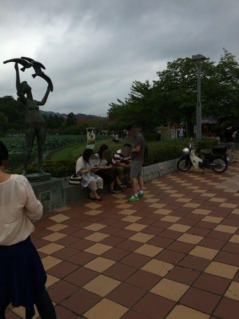 曇りの日の藤枝蓮花寺池公園はポケモンGoの人だらけ