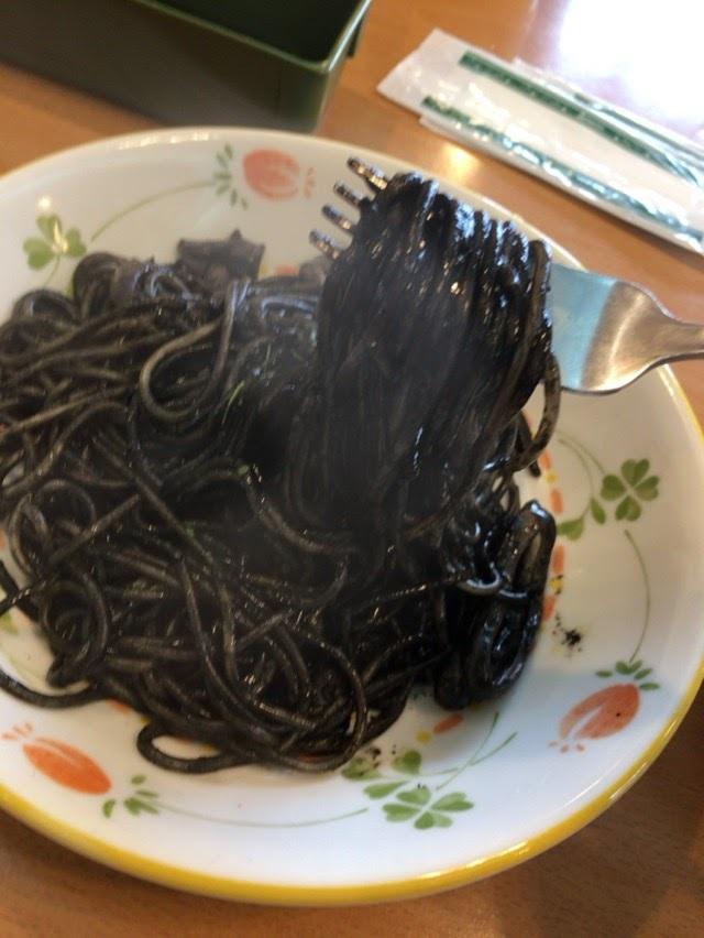 サイゼリア30年続くこだわりメニューイカの墨入りスパゲティー