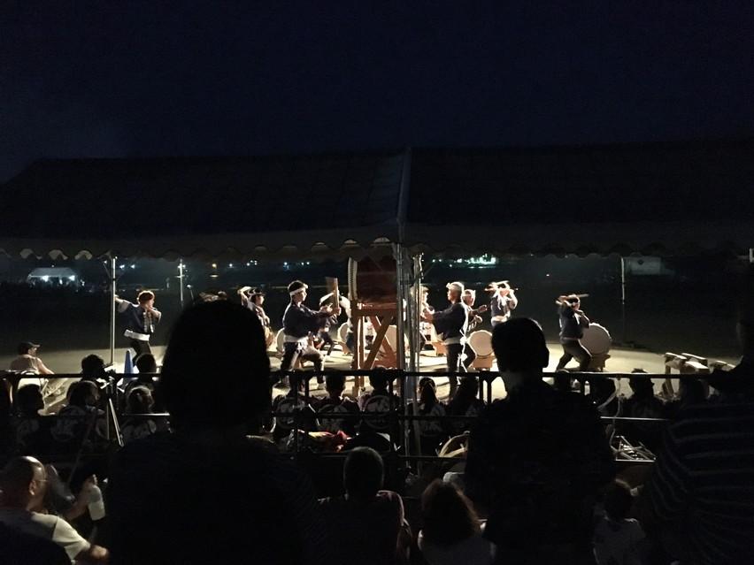 踊夏祭(おどらっかさい)の夜、手筒花火と太鼓。焼津市(旧大井川)