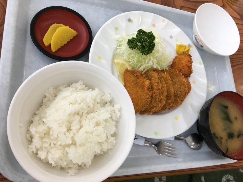 小川港魚河岸食堂。焼津の定食屋で黒はんぺんフライ定食