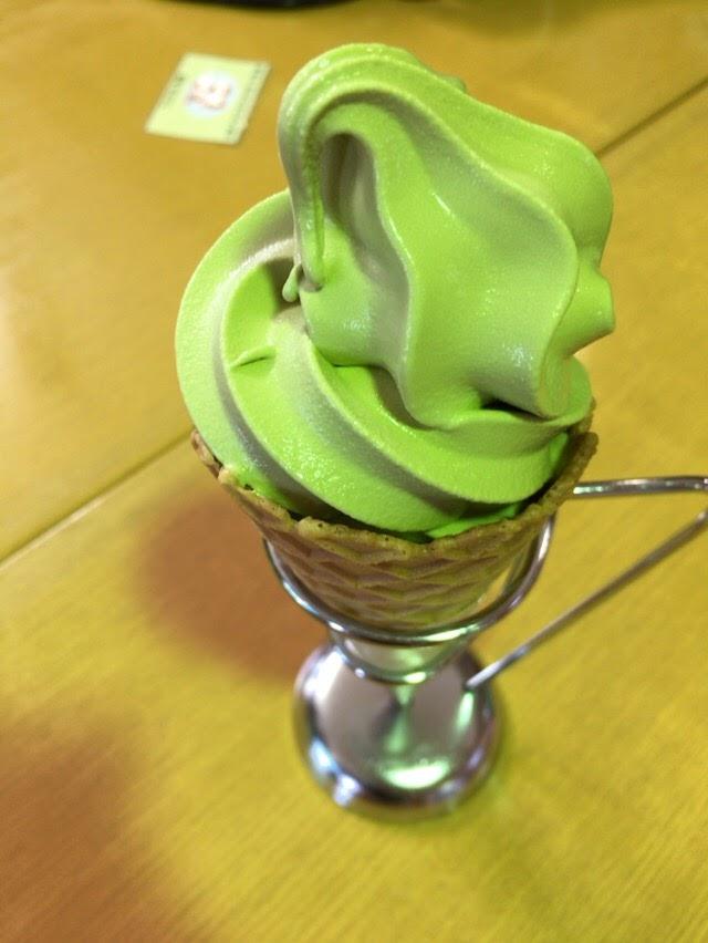 製茶屋の抹茶ソフトを食べた。焼津、長峰花カフェ