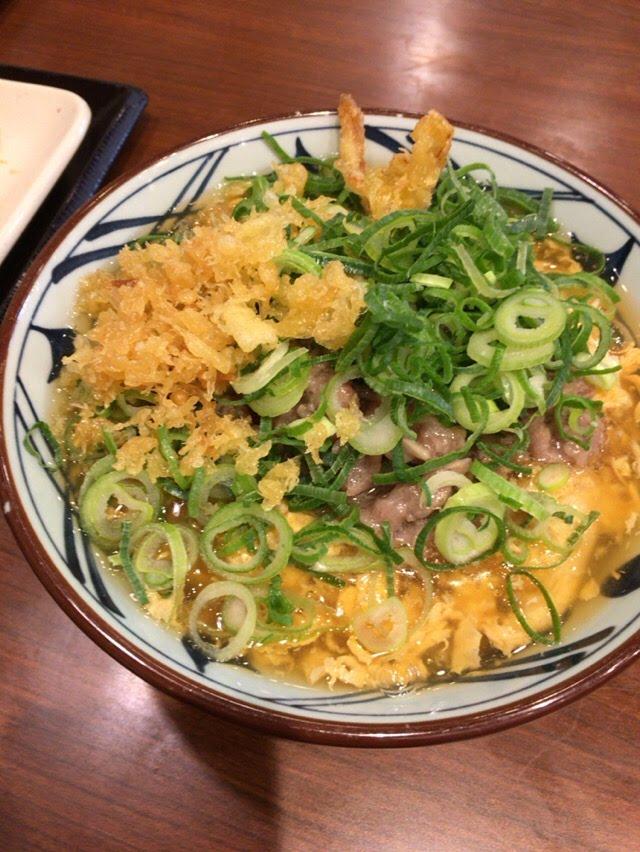丸亀製麺でレンコン天ぷらが糸を引く