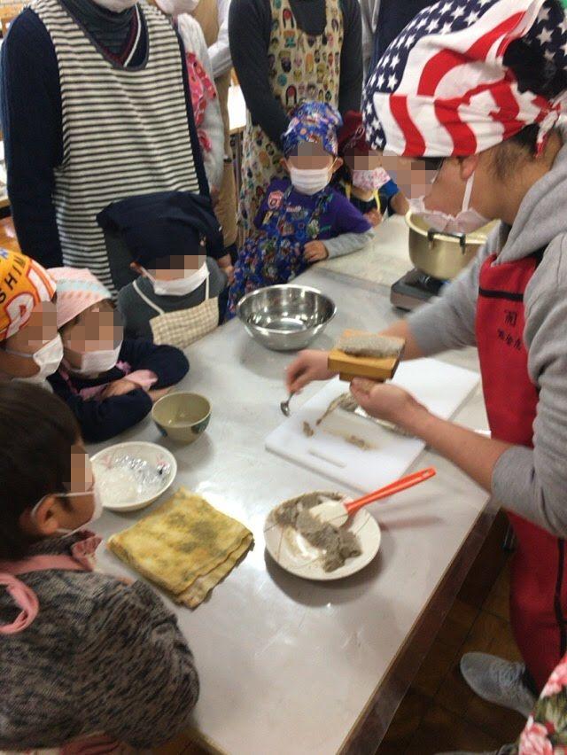 焼津の子供と一緒に親子で料理体験教室「黒はんぺん作り体験」焼津青少年の家