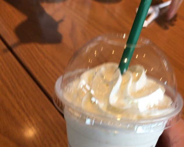 藤枝蓮華寺池のスターバックスコーヒー。桜シーズン