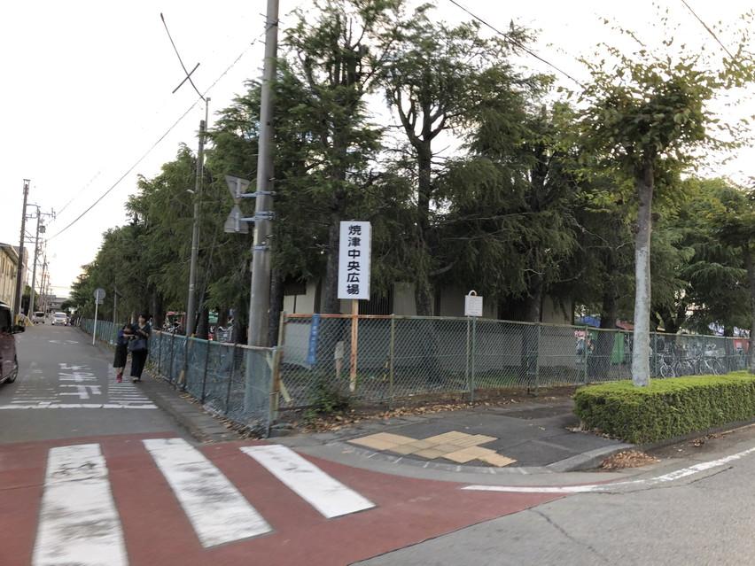 ヤミー市、小雨決行。焼津中央広場の雨上がりの昼間