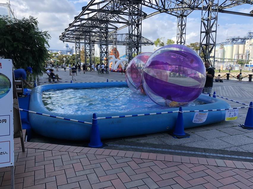 水上のボール(風船)の中に入り遊ぶ、アクアボールを静岡で