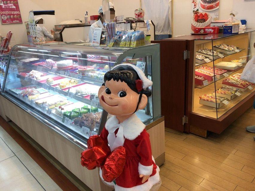 焼津市ピアゴ内の不二家。ペコちゃん人形
