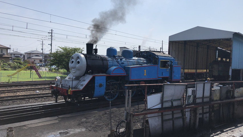 機関車トーマスに新金谷駅で実際にあえる。テレビの世界だけではない