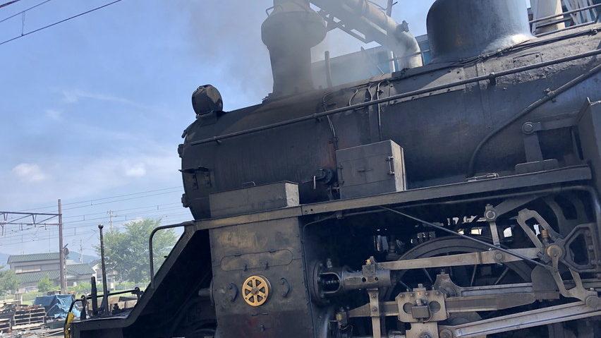 プラザロコで遊ぶ。新金谷駅の蒸気機関車の運転席に乗る
