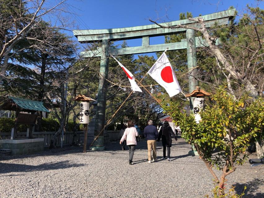 焼津神社に日本神話のヤマトタケルの尊とさざれ石がありました