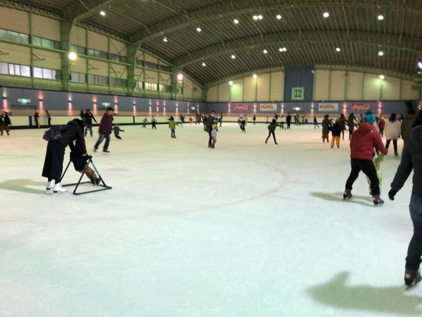 二枚刃でアイススケート。浜松スポーツセンターで子供と遊ぶ