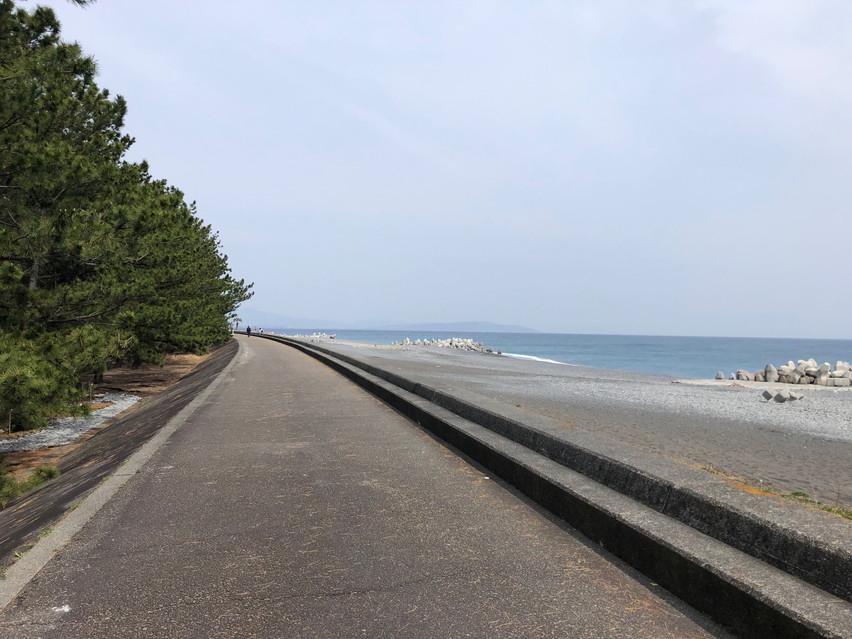 焼津市の駿河海岸沿いを 自転車で走る。景色も良く気持ちいい道