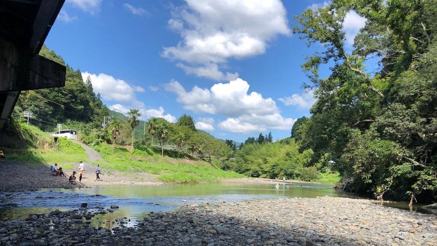 朝比奈川で子供と川遊びやバーベキューが出来る場所