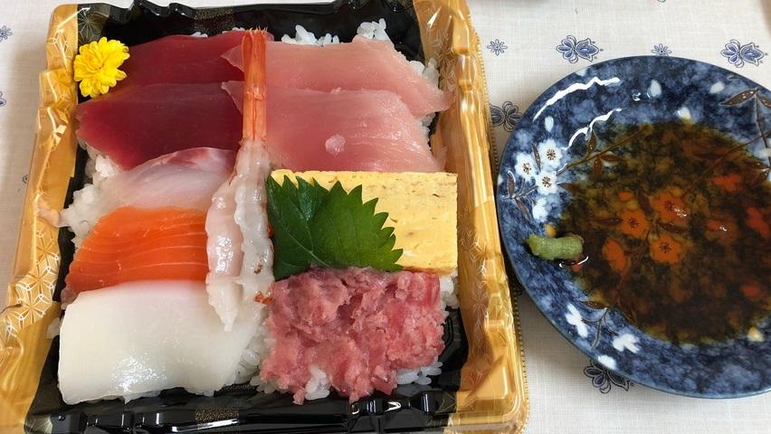 KOマートの海鮮丼というお寿司弁当
