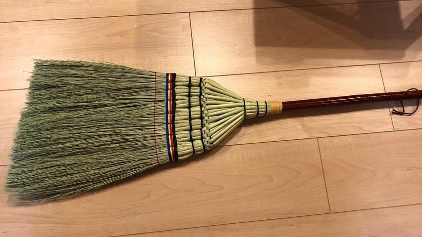 階段掃除にほうきがおすすめ!掃除が楽しくなります