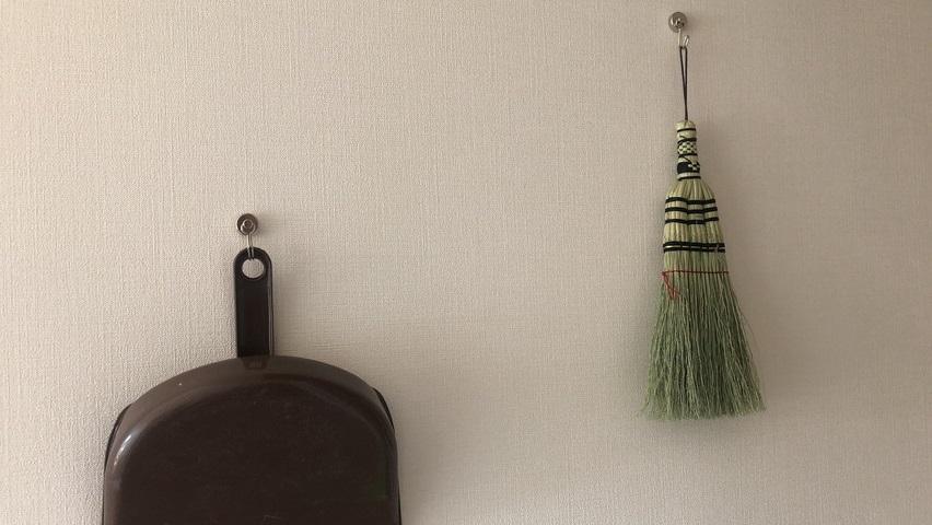 実は木造の家の壁にも磁石(マグネット)がくっつく場所がある