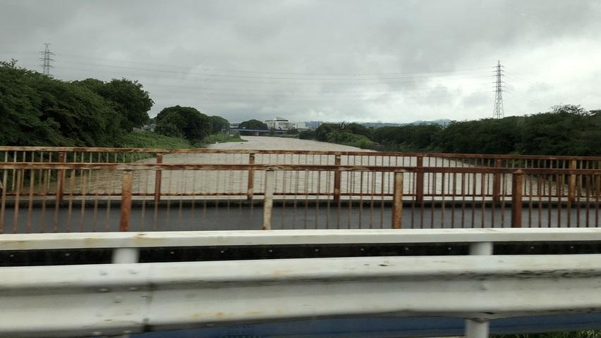 大雨で焼津市の河川があふれそうになっていた