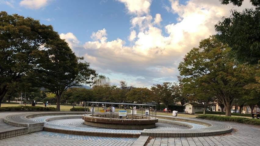 焼津市立図書館近くの清見田公園の雰囲気